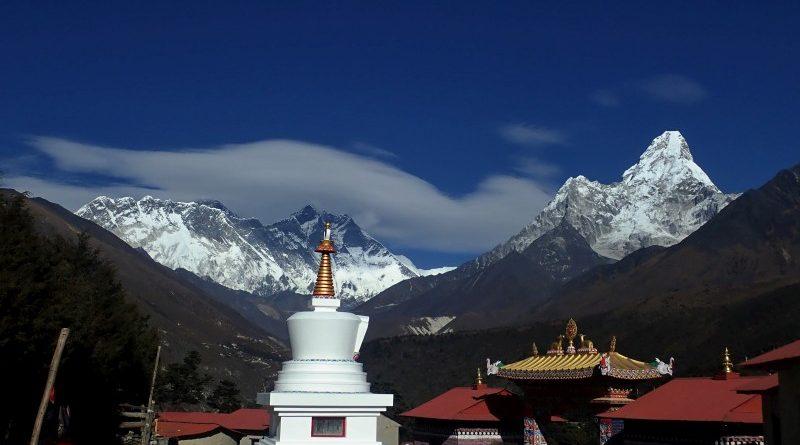 Trek k Mount Everestu přes 3 sedla